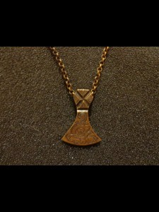 http://www.forvikingsonly.nu/180-389-thickbox/pendant-with-chain.jpg